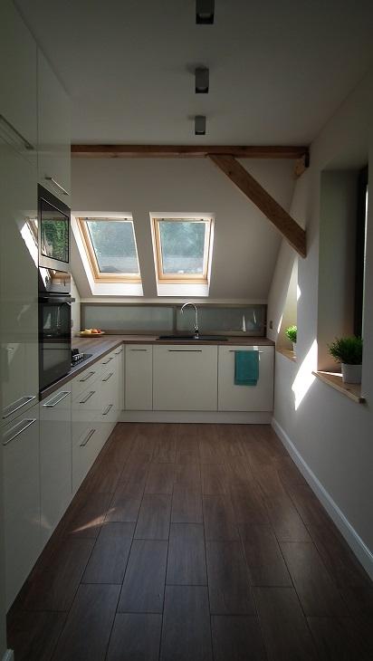 Kuchnia z oknami - na poddaszu